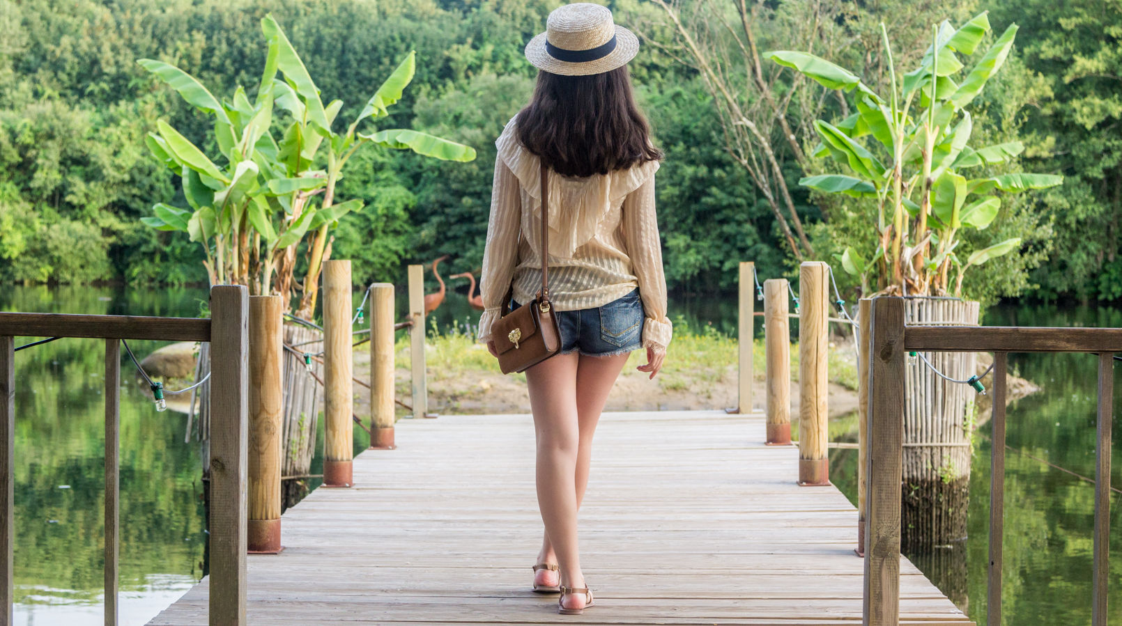 Le Fashionaire Have you ever been to Bali? straw summer hat silk nude ribbons ruffles uterque shirt denim sparkling bershka shorts brown gold elephant leather parfois bag 4201F EN