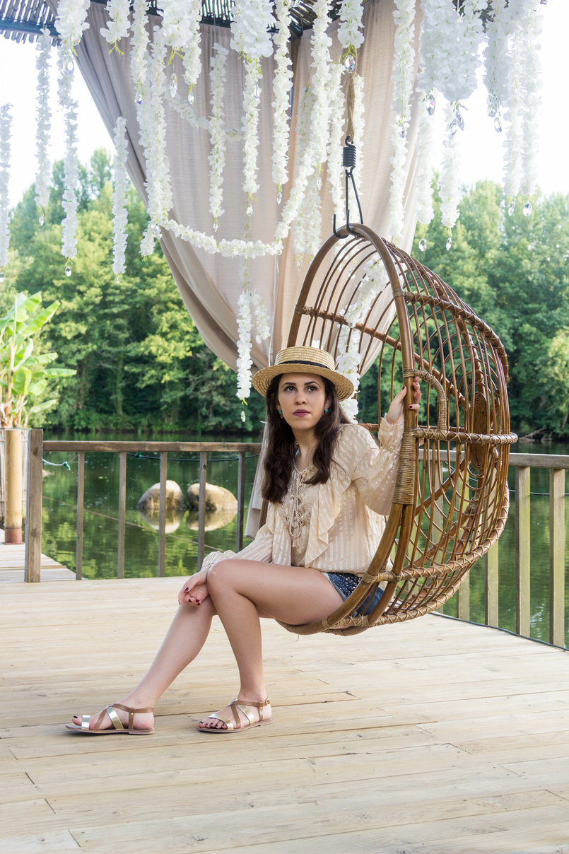 Le Fashionaire Have you ever been to Bali? straw summer hat silk nude ribbons ruffles uterque shirt denim sparkling bershka shorts sandals flats brown gold leather womens secret 4164 EN 805x1208
