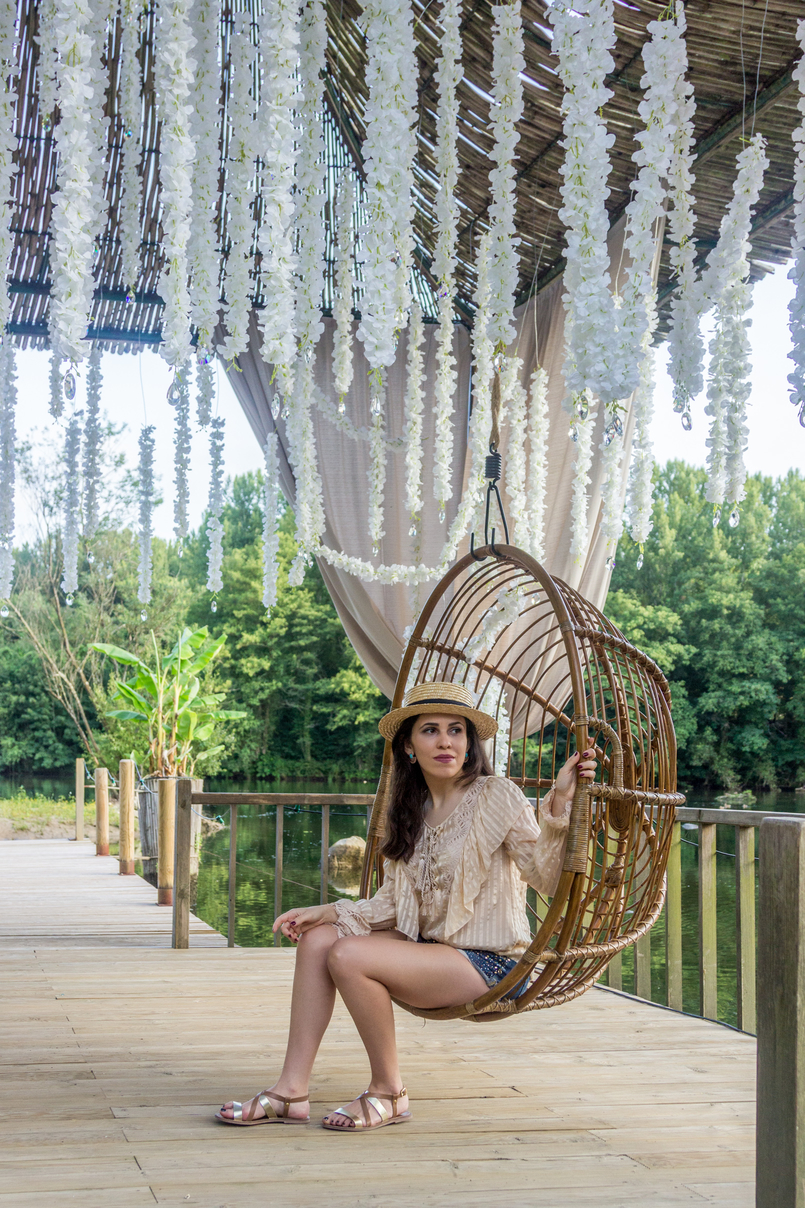 Le Fashionaire Have you ever been to Bali? straw summer hat silk nude ribbons ruffles uterque shirt denim sparkling bershka shorts sandals flats brown gold leather womens secret 4175 EN 805x1208