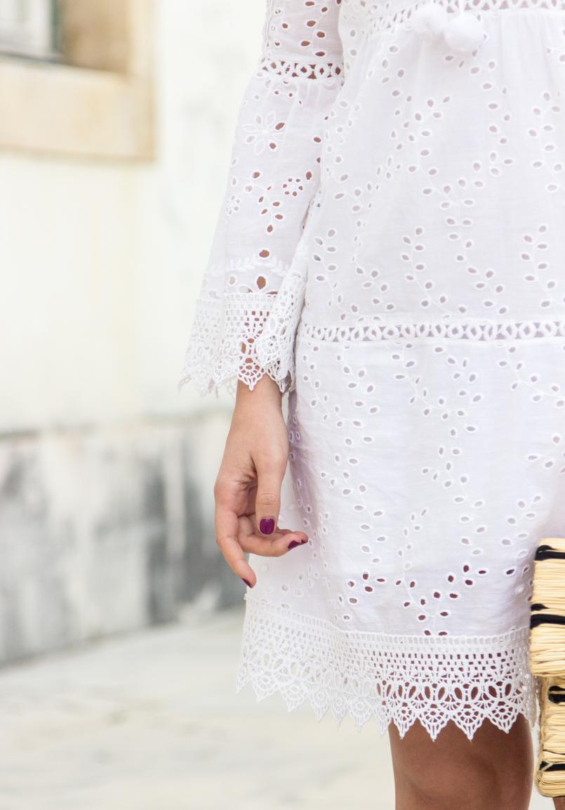 Le Fashionaire Como escolher o vestido perfeito para o verão vestido branco bordado pom pom branco mango 3705 PT 805x1153