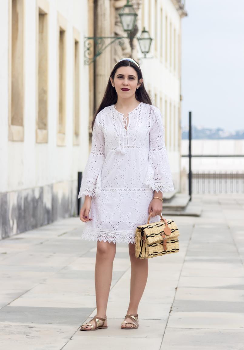Le Fashionaire Como escolher o vestido perfeito para o verão vestido branco bordado pom pom branco mango cesta rafia verga preto bege toino abel sandalias pele castanho dourado rasas womens secret 3690 PT 805x1153