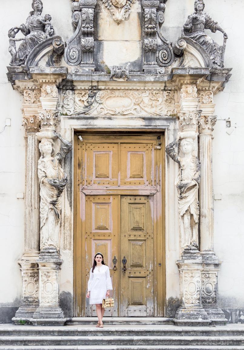 Le Fashionaire Como escolher o vestido perfeito para o verão vestido branco bordado pom pom branco mango sandalias pele castanho dourado rasas womens secret 3762 PT 805x1153