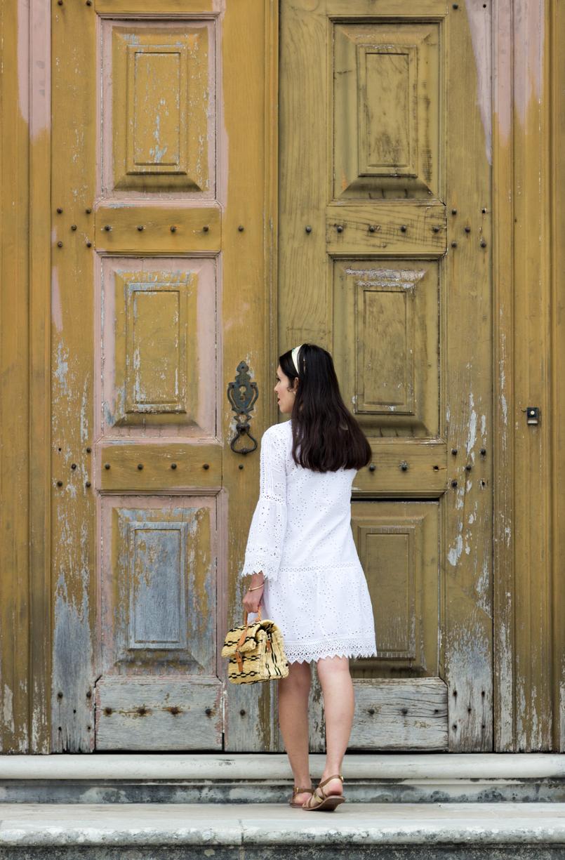 Le Fashionaire Como escolher o vestido perfeito para o verão vestido branco bordado pom pom branco mango sandalias pele castanho dourado rasas womens secret pulseira dourada no kate spade 3775 PT 805x1225