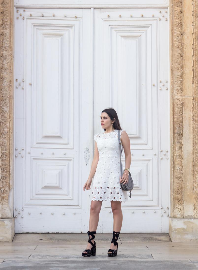Le Fashionaire Hoje faço aniversário vestido branco estrelas zara sandalias veludo estrelas prateadas bordadas zara mala cizenta mini marcie chloe 6968 PT 805x1095