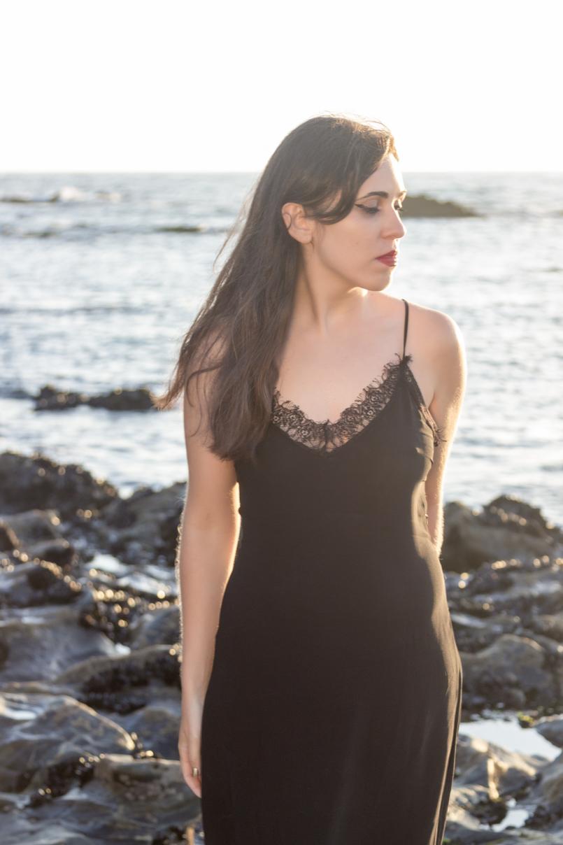 Le Fashionaire Como encontrar o nosso lugar no mundo vestido preto comprido renda zara batom vermelho mar 4993 PT 805x1208