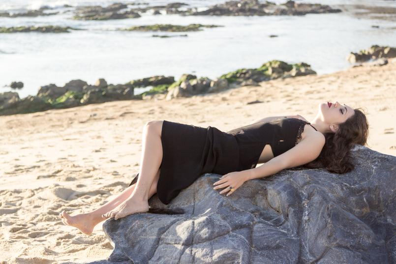 Le Fashionaire Como encontrar o nosso lugar no mundo vestido preto comprido renda zara praia sol mar 4914 PT 805x537