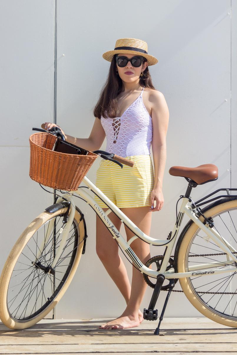 Le Fashionaire The coolest Beach Club white crochet eyelets oysho swimsuit straw stradivarius black ribbon hat white yellow stripes shorts bicycle 5106 EN 805x1208