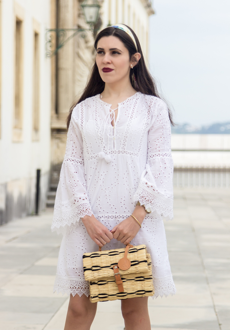 Le Fashionaire How to find the perfect summer dress white embroidered pom pom white mango dress straw bag nude black hand made toino abel nude scarf blue butterflies swarovski gold knot kate spade bracelet 3699 EN 805x1153