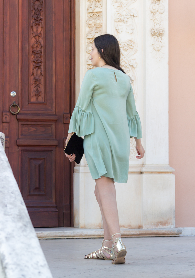 Le Fashionaire Why you should buy a leopard clutch blogger catarine martins fashion inspiration mint zara silk like ruffles sleeves greek gold stradivarius sandals 5525 EN 805x1145