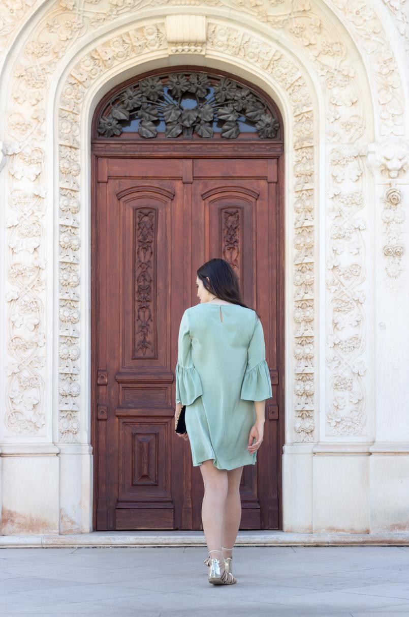 Le Fashionaire Por que é que toda a gente deveria ter uma clutch leopardo? blogueira catarine martins moda inspiracao vestido menta folhos mangas zara sandalias douradas cordoes stradivarius 5522 PT 805x1213