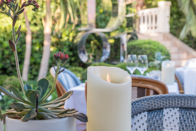 Le Fashionaire All you need to know about dining in Dior Des Lices in Saint Tropez candle restaurant dior des lices saint tropez 0731 EN1 805x537