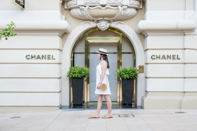 Le Fashionaire Why is Monaco such a magic place? chanel straw black ribbon stradivarius summer hat white linen pockets mango dress dark yellow bow satin zara slides round rattan straw handmade bag 0536 EN 805x537