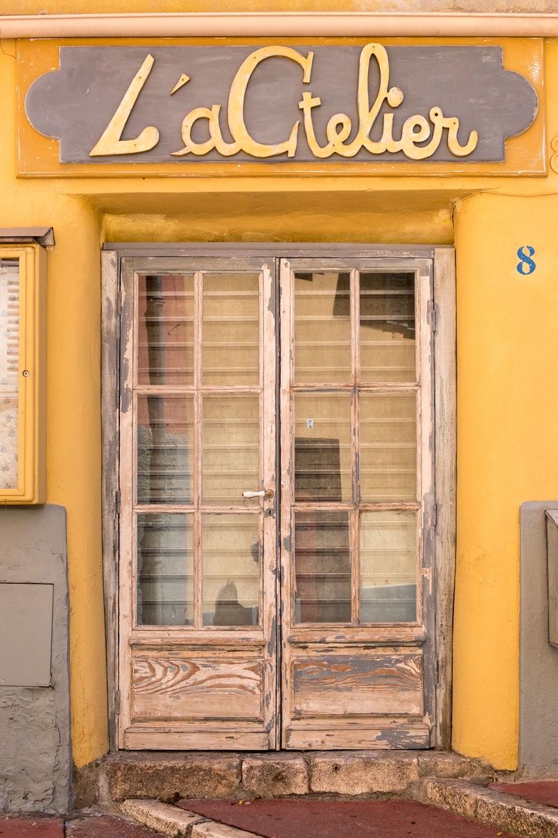 Le Fashionaire Duas peças numa: o vestido que pode ser usado como camiseiro cidade nice franca porta amarela 0342 PT 805x1208