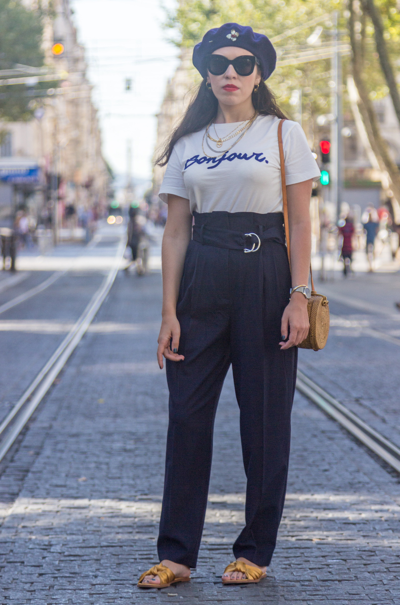 Le Fashionaire The parisian accessory parisian girls don't wear dark blue pinstripes paperbag mango trousers wool dark blue mango beret gold brooch black sunglasses marta celine 8243 EN 805x1217