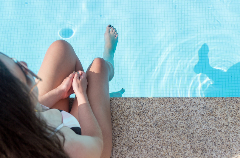 Le Fashionaire Descobri um paraíso perto do Porto douro royal valley hotel piscina azul infinita fato banho riscas preto rosa womens secret branco 7411 PT 805x532