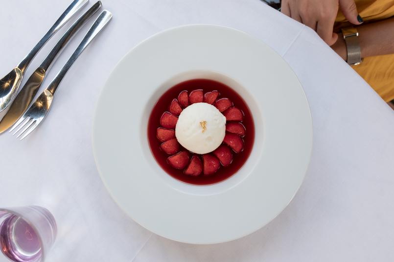 Le Fashionaire Como é jantar no Dior Des Lices em Saint Tropez? gelado morangos sobremesa 0750 PT1 805x537
