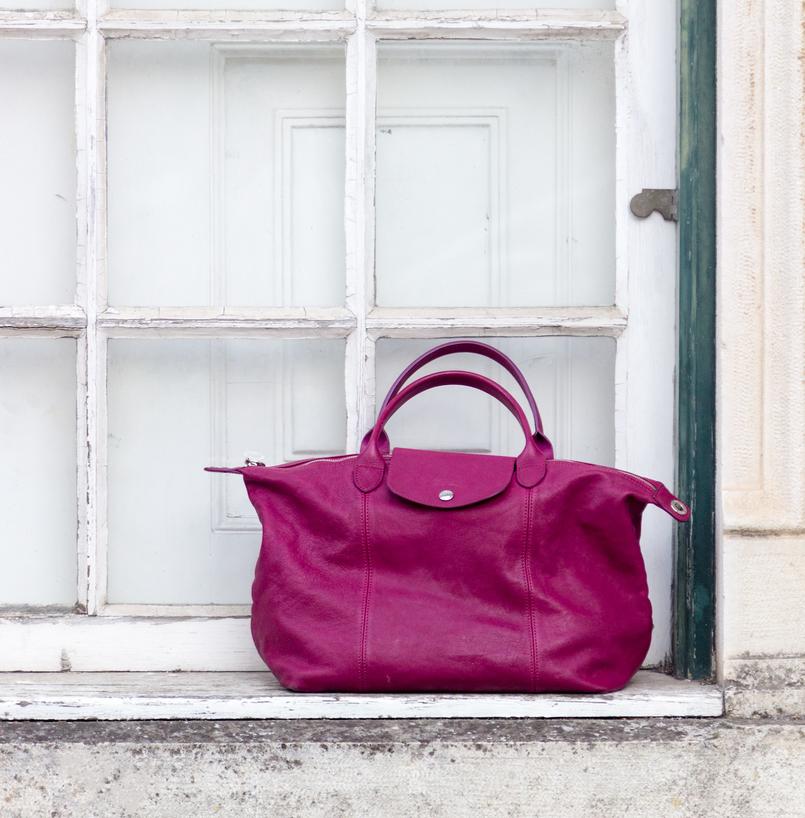Le Fashionaire Peças atemporais: o vestido que tem mais de 20 anos janela branca mala purpura longchamp le pliage cuir pele 7688 PT 805x818