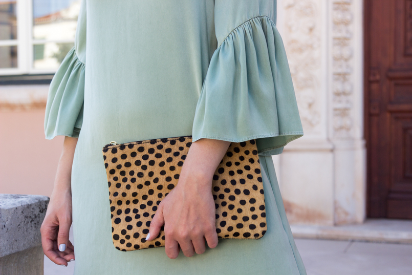 Le Fashionaire Why you should buy a leopard clutch mint zara silk like ruffles sleeves leopard leather brown black sfera clutch coins gold zara necklace 5519 EN 805x537