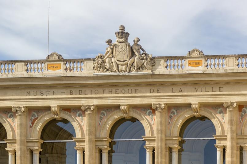 Le Fashionaire Sul de França: O que vestir para férias na cidade? musee bibliotheque ville toulon franca monumento cidade arquitetura 7953 PT 805x537