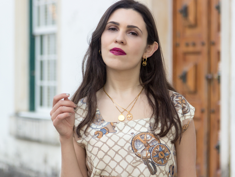 Le Fashionaire Timeless pieces: this dress is more than 20 years! navy knot nude lady like white vintage lady like dress medallion gold world map gold bird cinco necklace gold hoops cinco earrings 7663 EN 805x607