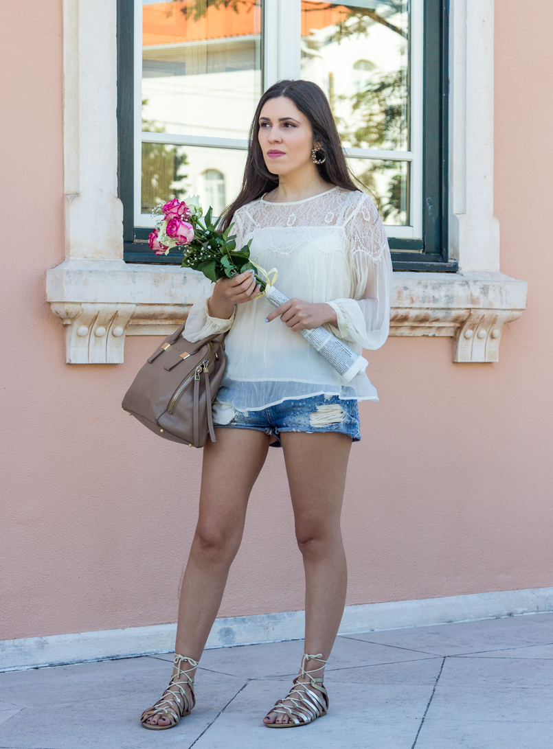 Le Fashionaire Why Mango has become one of my favourite shops organza lace white mango blouse light denim bershka shorts greek gold stradivarius sandals nude blush furla leather twiggy bag 6047 EN 805x1091