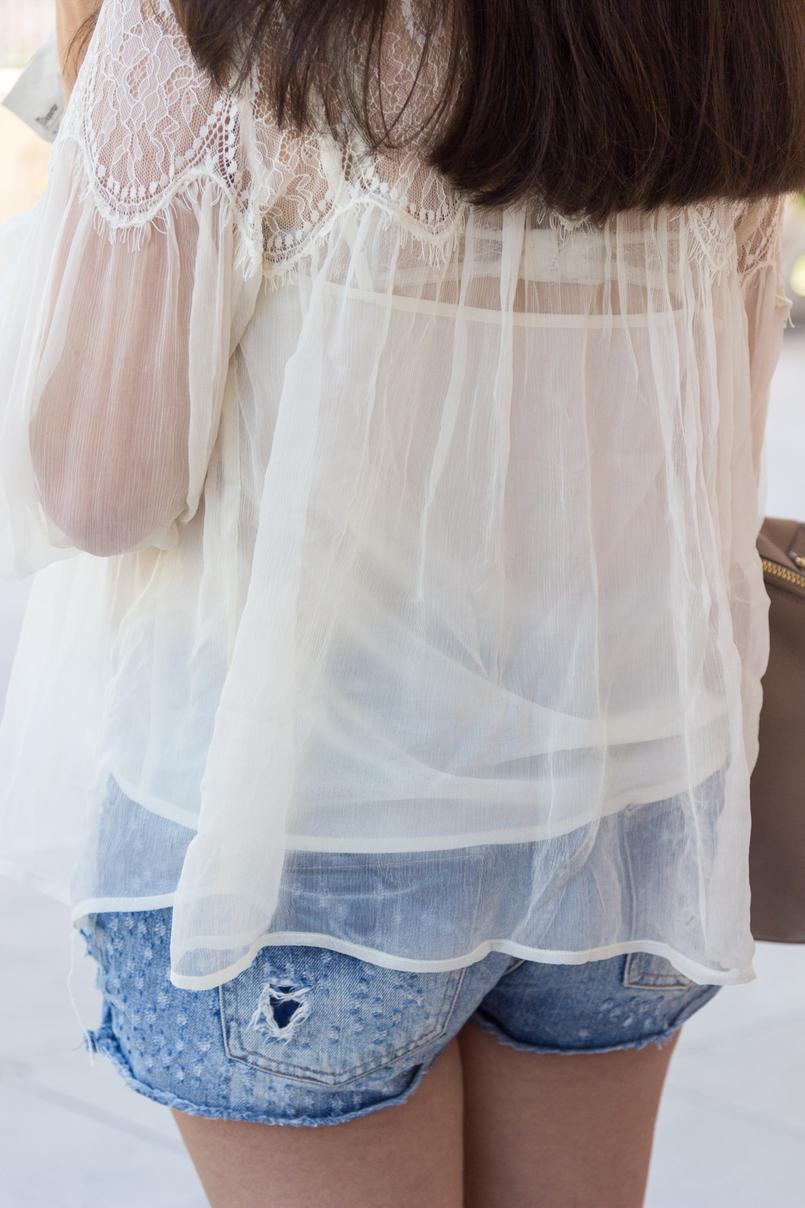 Le Fashionaire Why Mango has become one of my favourite shops organza lace white mango blouse light denim bershka shorts pink white roses 6130 EN 805x1208