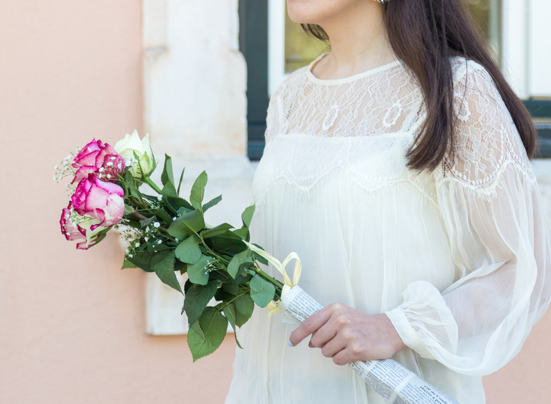 Le Fashionaire Why Mango has become one of my favourite shops organza lace white mango blouse pink white roses 6056 EN 805x591