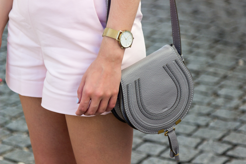 Le Fashionaire Why is the tank top a summer essential? pale pink zara shorts chloe mini macie grey bag gold watch rosefield watches 5689 EN 805x537