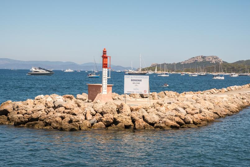 Le Fashionaire O pesadelo da Île Porquerolles (ou o perigo das fotos do instagram) porto porquerolles mar azul 0859 PT 805x537
