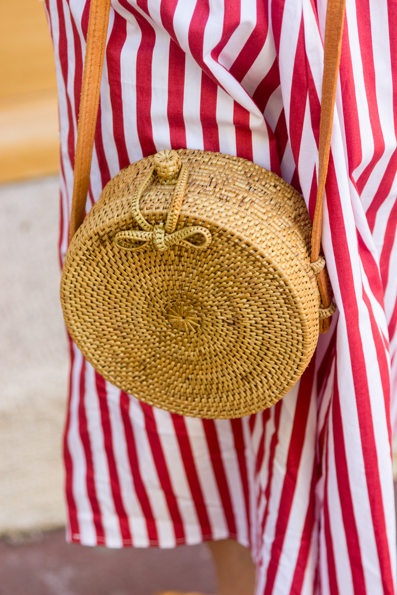 Le Fashionaire One piece, two outfits: the dress you can wear as an oversized shirt red white stripes zara dress round rattan straw handmade bag 8014 EN 805x1208