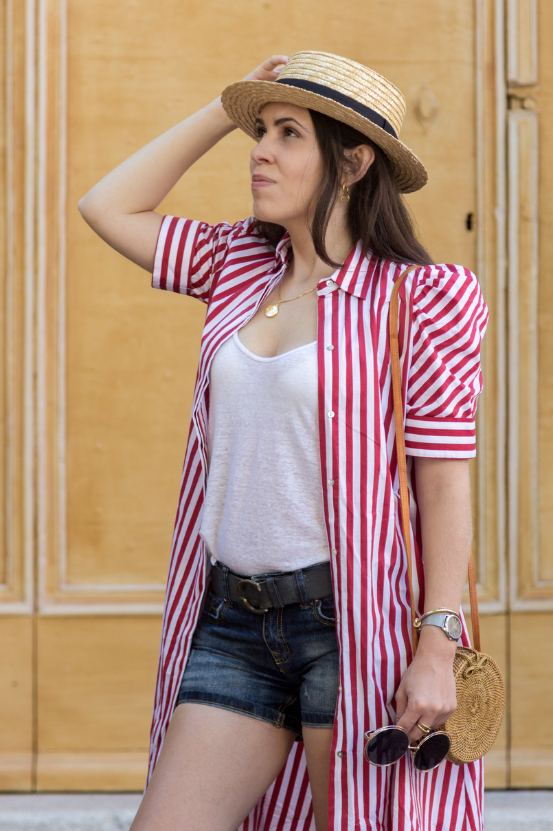 Le Fashionaire One piece, two outfits: the dress you can wear as an oversized shirt red white stripes zara dress white linen zara tank top just cavalli grey leather belt medallion gold world map cinco silver gold necklace 7983 EN 805x1208
