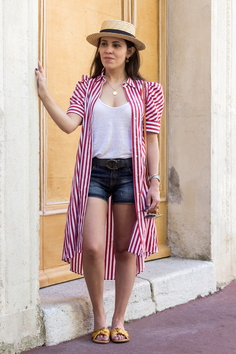 Le Fashionaire One piece, two outfits: the dress you can wear as an oversized shirt red white stripes zara dress white linen zara tank top just cavalli grey leather belt medallion gold world map cinco silver gold necklace 8007 EN 805x1208