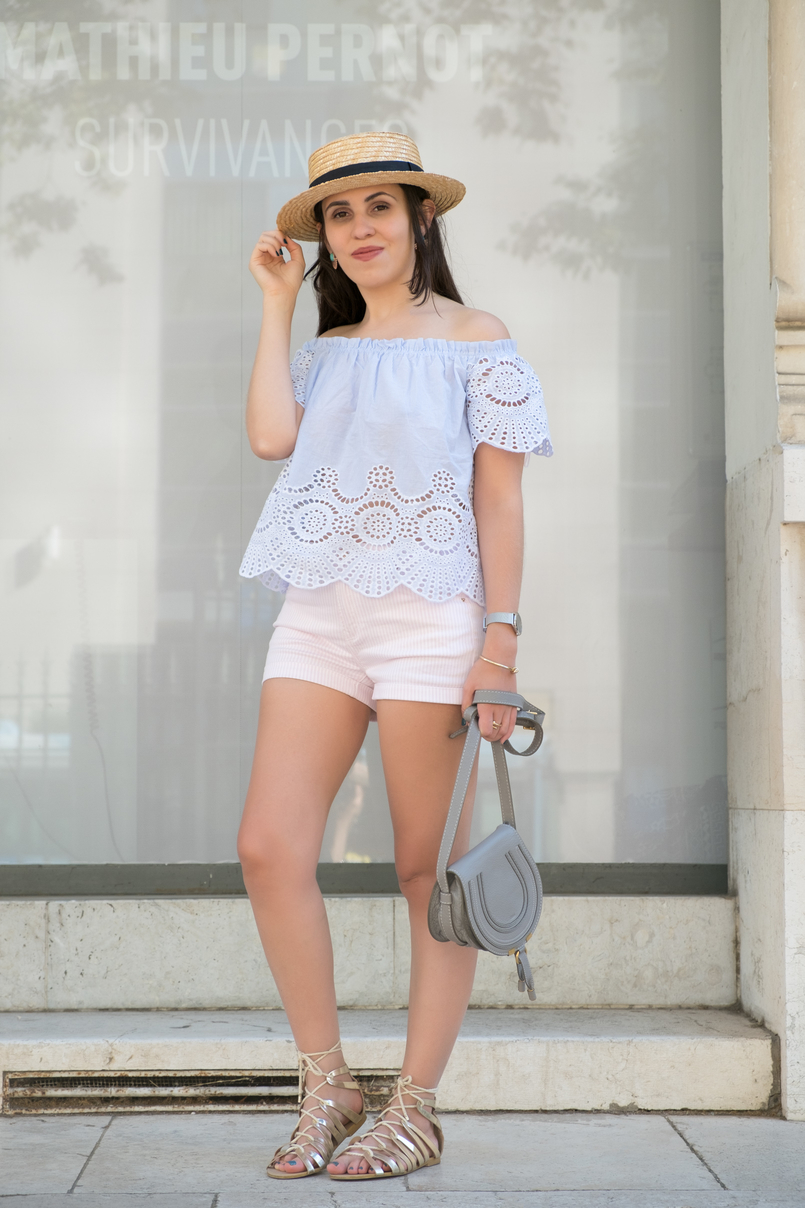 Le Fashionaire What to wear in a city break this summer top no shoulders swiss embroidered stripes stradivarius gold greek stradivarius sandals Chloe mini marcie grey leather bag 0254 EN 805x1208