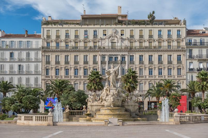 Le Fashionaire Sul de França: O que vestir para férias na cidade? toulon franca monumento cidade arquitetura 0293 PT 805x537