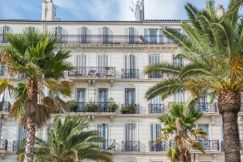 Le Fashionaire Sul de França: O que vestir para férias na cidade? toulon franca monumento cidade arquitetura 0304 PT 805x537