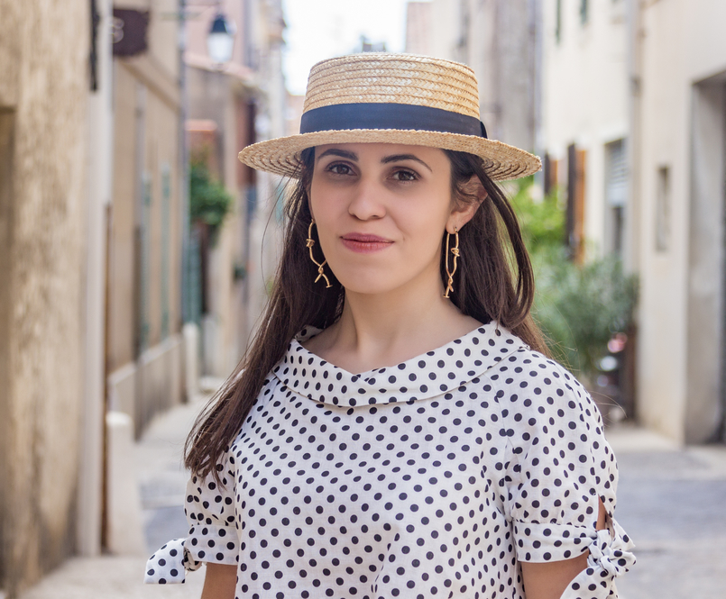 Le Fashionaire Cassis, the picturesque city in South of France white black polka dots linen blouse gold spikes mango bold earrings 7893 EN 805x665