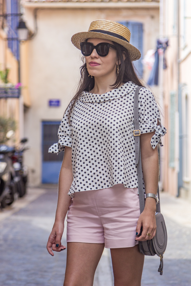 Le Fashionaire Cassis, the picturesque city in South of France white black polka dots linen blouse pale pink zara shorts black celine marta sunglasses chloe mini marcie grey bag 7864 EN 805x1208
