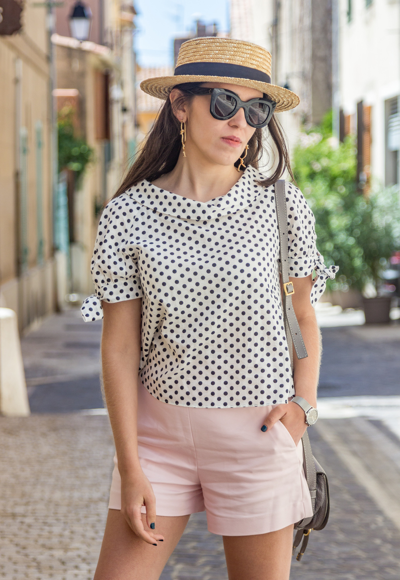 Le Fashionaire Cassis, the picturesque city in South of France white black polka dots linen blouse pale pink zara shorts black celine marta sunglasses chloe mini marcie grey bag 7880 EN 805x1166