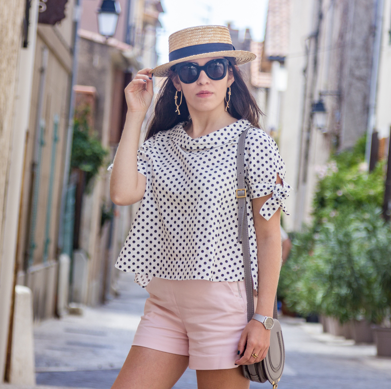 Le Fashionaire Cassis, the picturesque city in South of France white black polka dots linen blouse pale pink zara shorts gold spikes mango bold earrings chloe mini marcie grey bag 7887 EN 805x801