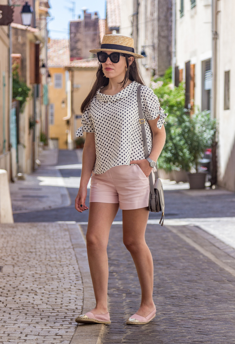 Le Fashionaire Cassis, the picturesque city in South of France white black polka dots linen blouse pale pink zara shorts pink satin gold espadrilles hm chloe mini marcie grey bag 7884 EN 805x1181