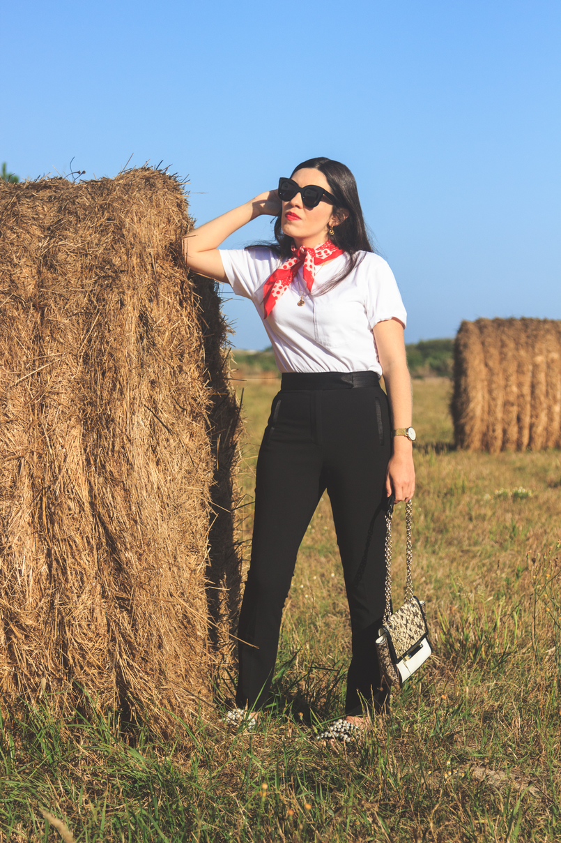 Le Fashionaire The day i jumped into a straw bale...and liked it! white camlo organic cotton tee polka dots red white vintage scarf black cigarette zara trousers celine black marta sunglasses 6695 EN 805x1208
