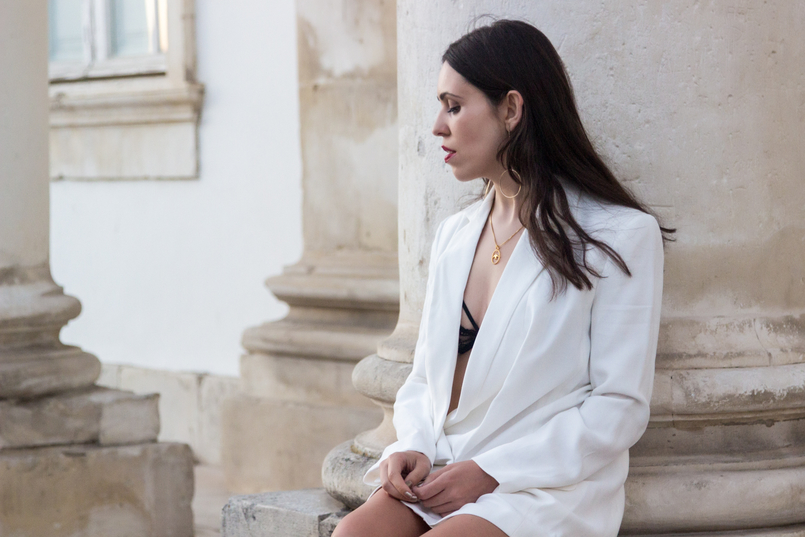Le Fashionaire What's the secret to feel good in our own skin? white oversized zara blazer dress bird gold necklace cinco long gold circle hm earrings 7822 EN 805x537