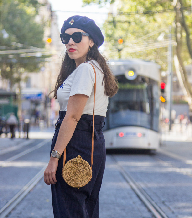 Le Fashionaire The parisian accessory parisian girls don't wear white quote velvet bonjour tee dark blue stradivarius hoop earrings cinco black sunglasses marta celine rattan straw round bag 8271 EN 805x910