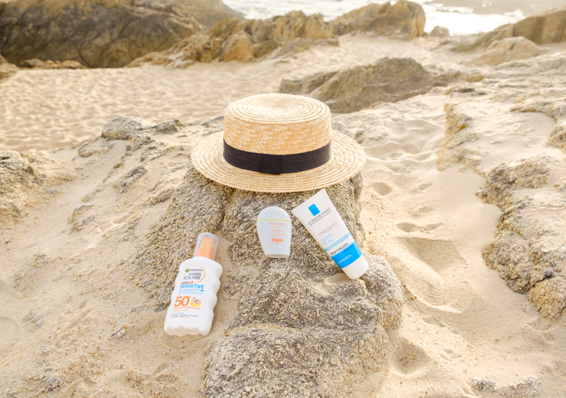 Le Fashionaire Why you should include SPF on your beauty routine beach sand spf 50 sisheido face sunscreen spf 50 body sunscreen garnier white bottle straw black ribbon stradivarius hat 2706 EN 805x567