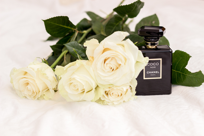 Le Fashionaire Currently favorite perfume: Chanel Coco Noir black chanel coco noir perfume white roses 1834 EN 805x537