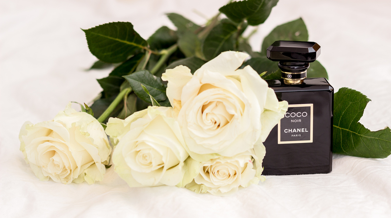 Le Fashionaire Currently favorite perfume: Chanel Coco Noir black chanel coco noir perfume white roses 1834F EN 805x450