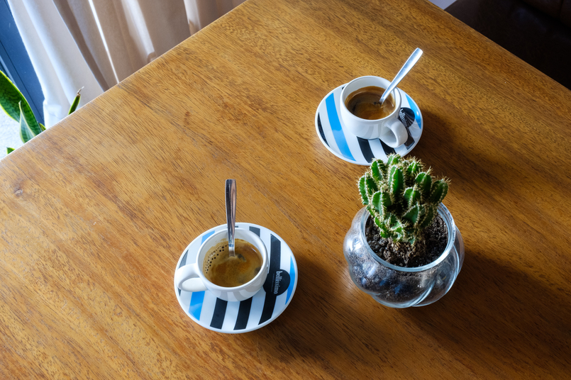 Le Fashionaire Cool spot in town: Negra coffee stripes blue black cup 2279 EN 805x536