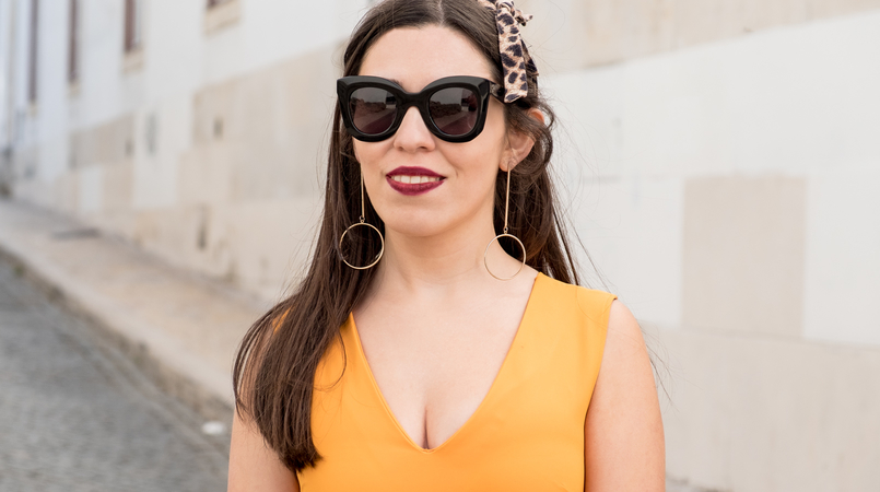 Le Fashionaire Yellow is not everyone's cup of tea dark yellow zara dress leopard head band gold long hm earrings bold celine marta black sunglasses 3363F EN 805x450