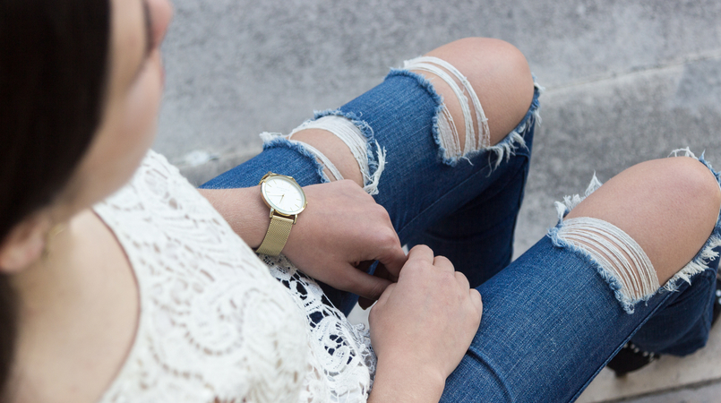 Le Fashionaire Style: My two essentials for the summer end fashion inspiration white embroidered tee blouse silver zara denim ripped jeans zara 6923F EN 805x450