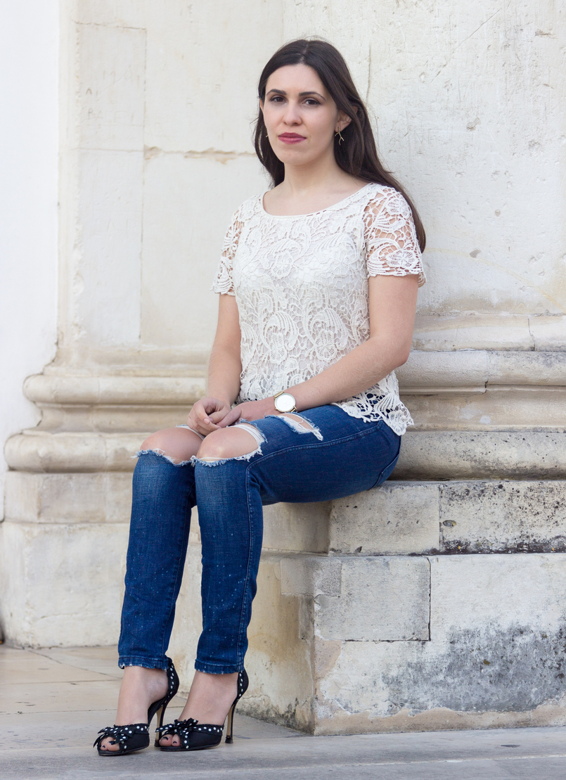 Le Fashionaire Style: My two essentials for the summer end fashion inspiration white embroidered tee blouse silver zara denim ripped jeans zara polka dots black white heels 6928 EN 805x1109